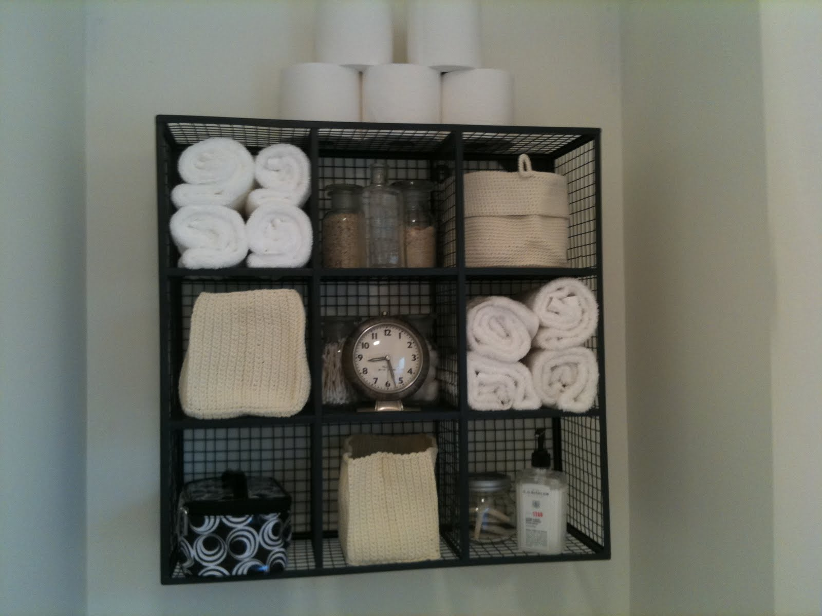 17 brilliant over the toilet storage ideas for Towel storage for bathroom ideas