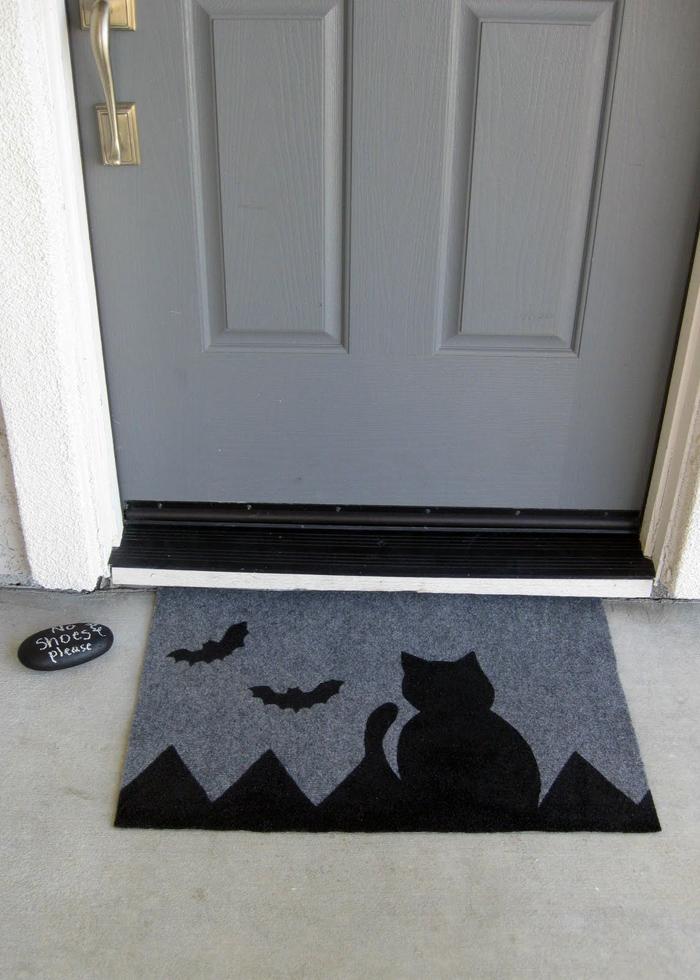 grey and black cat doormat