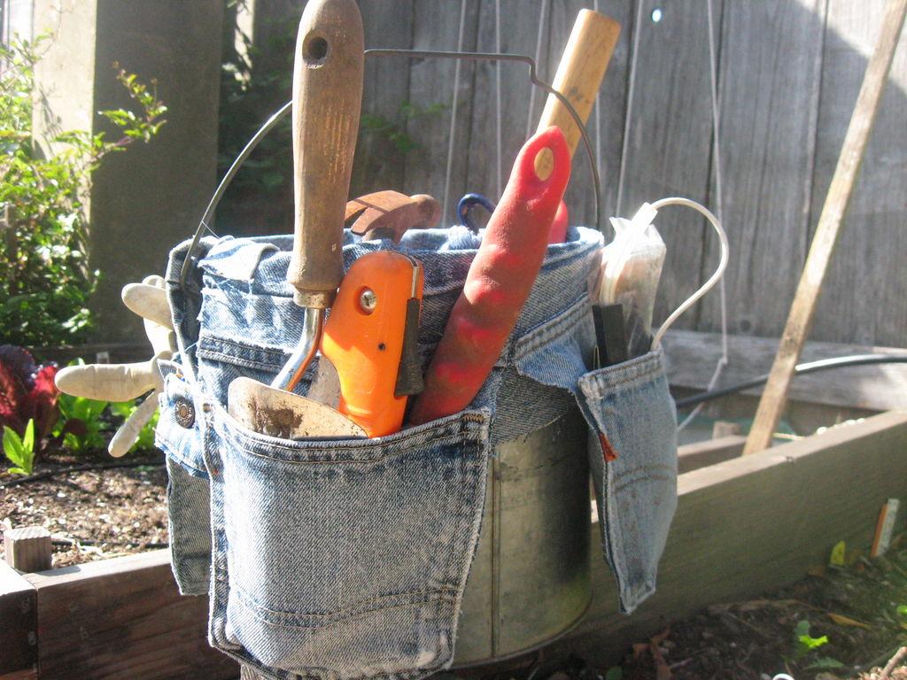 organize garden tools 14