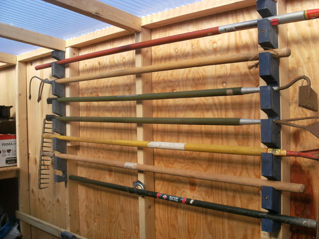organize garden tools 5