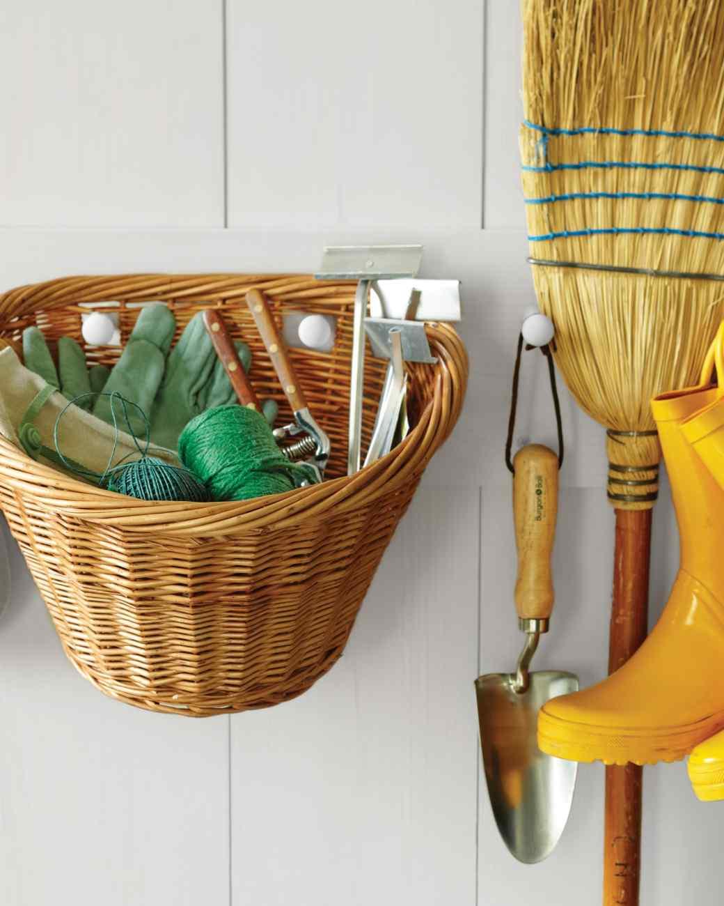 16 genius garden tool organization ideas. Black Bedroom Furniture Sets. Home Design Ideas