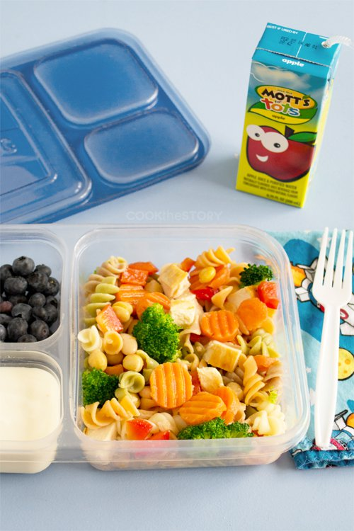 kids lunch with pasta salad that has veggies