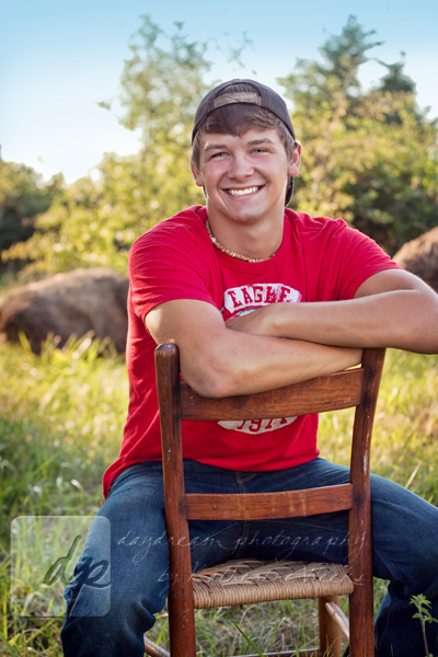 18 Winning Senior Picture Ideas for Guys - The Most Viral ...