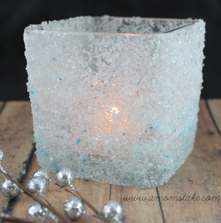 18 clever homemade christmas decorations for Diy candle crafts