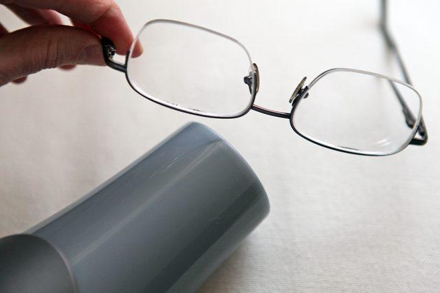 adjust-eyeglasses
