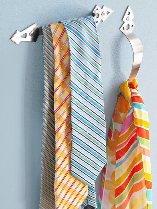 door-handle-scarf-storage