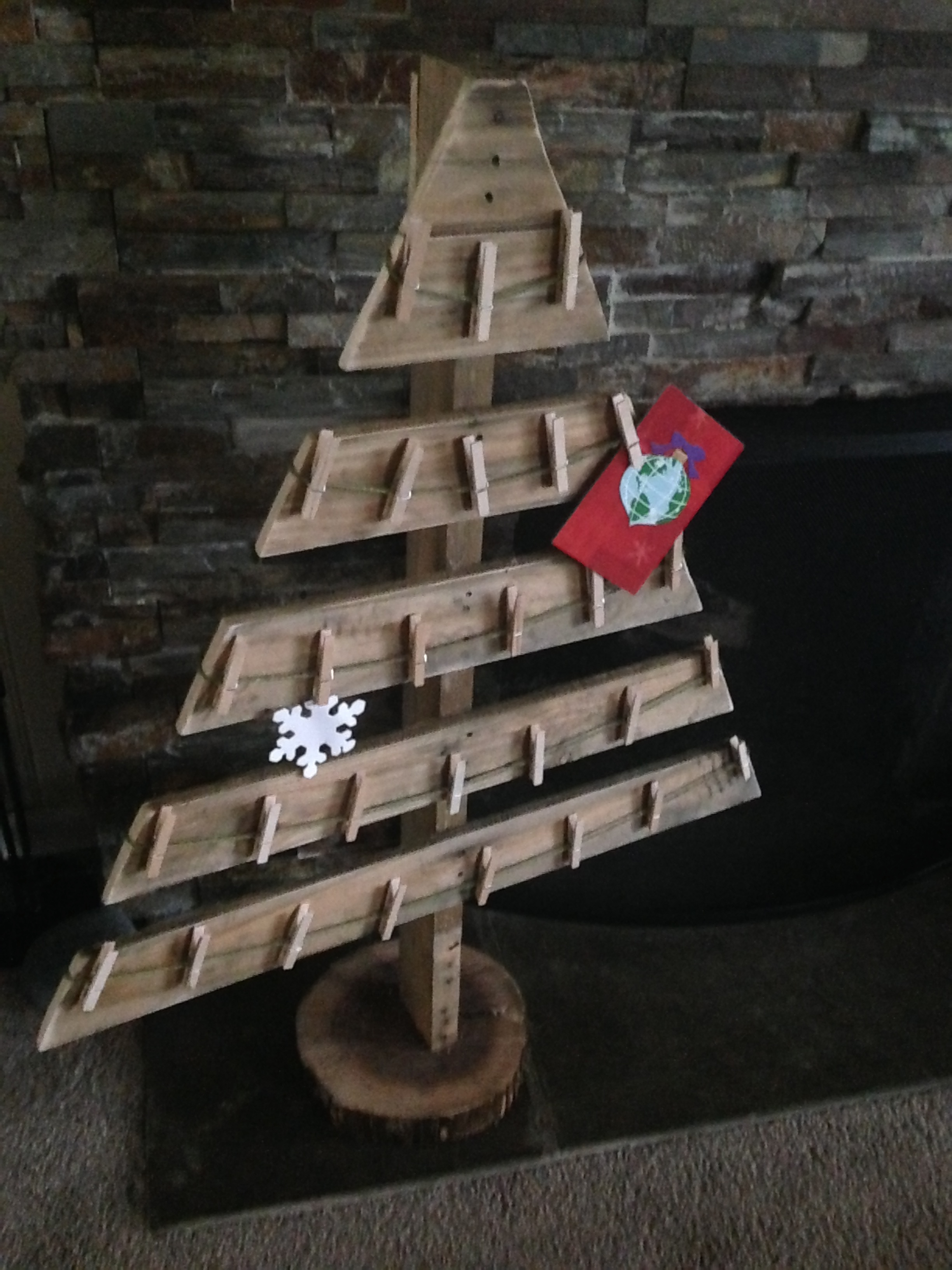 17 pallet projects to deck your halls for christmas Christmas trees made out of wood