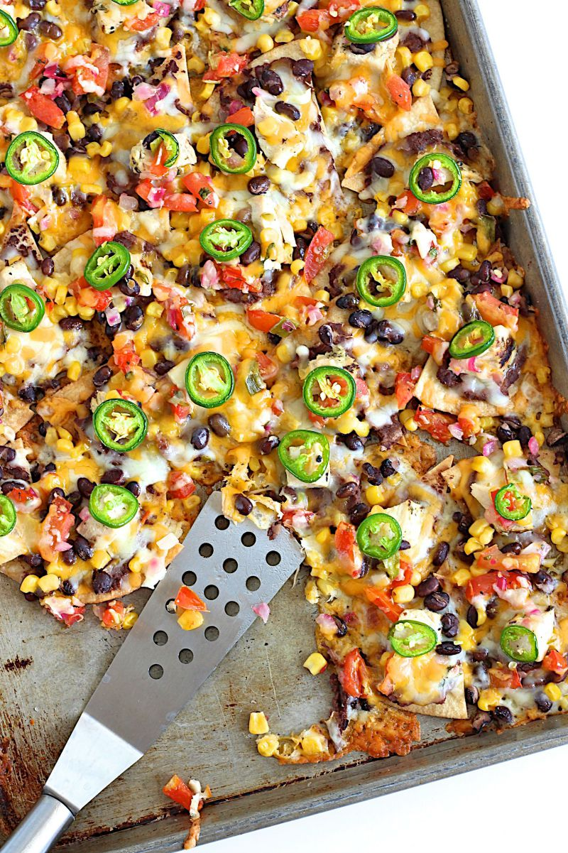 sheet-pan-chicken-and-black-bean-nachos