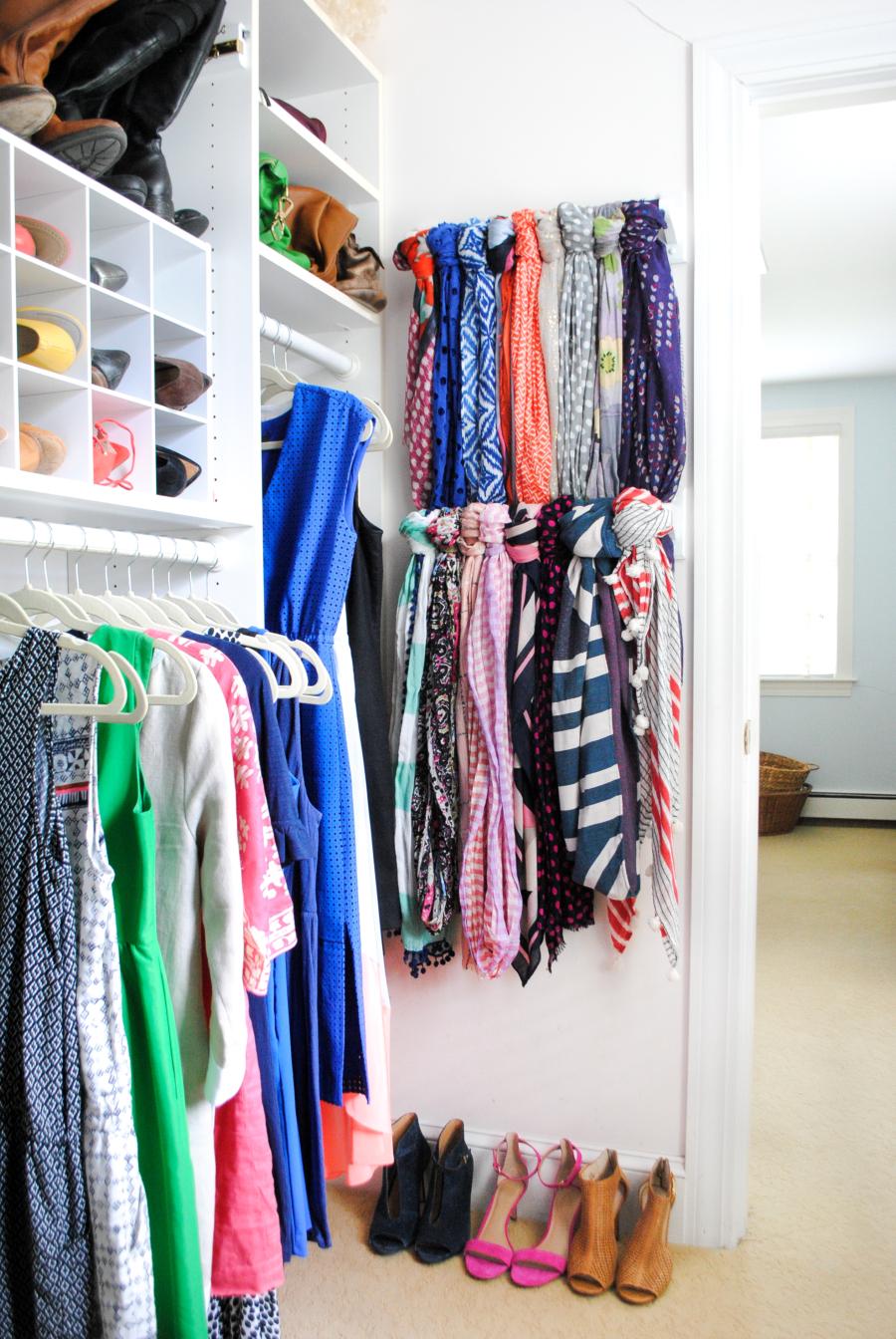 towel-bars-on-back-of-door