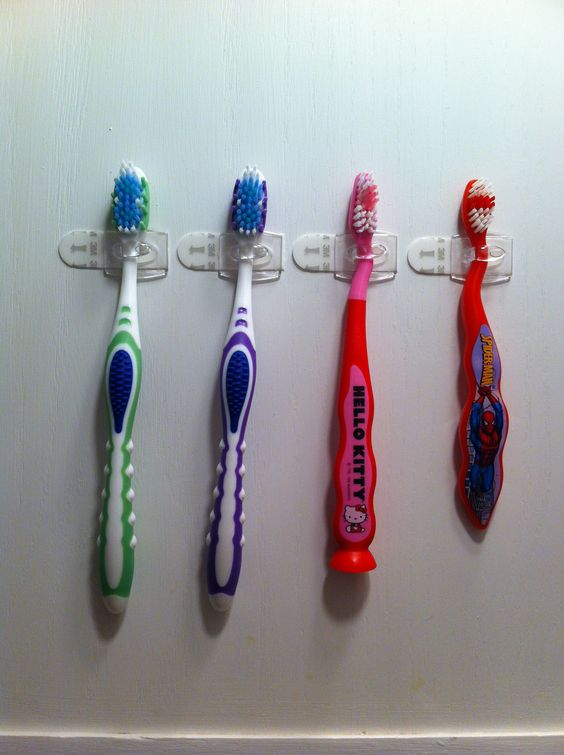 command-hooks-for-toothbrushes