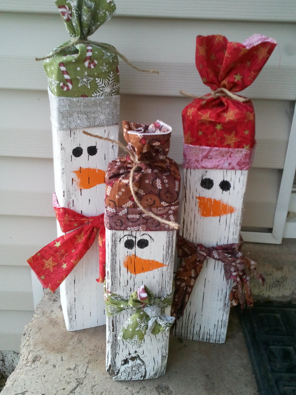 Christmas wooden lawn decorations - Wooden Snowman Family