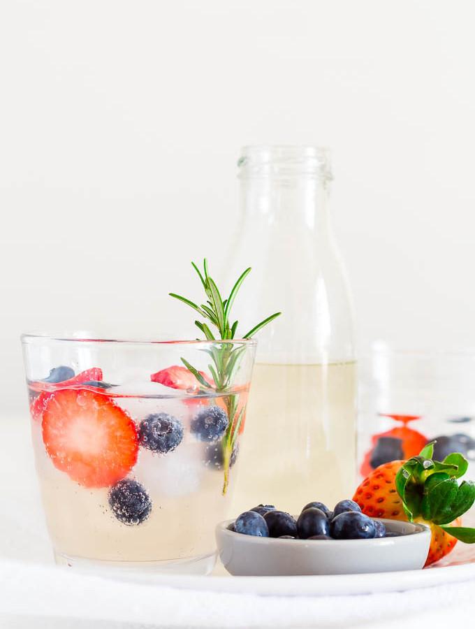 fruity-lime-and-ginger-beer-mocktail