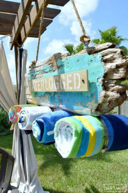 driftwood-beach-towel-holder