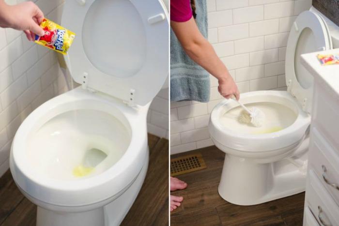 scrub-toilet-stains