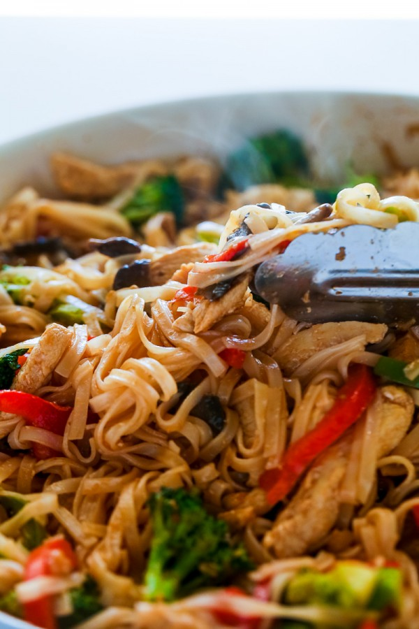 30-Minute-Stir-Fry-Recipe-with-Chicken-and-Rice-Noodles-Healthy-and-so-delicious-Stir-Fry-with-rice-noodles-chicken-broccoli...-stirfryrecipe-24-600x900