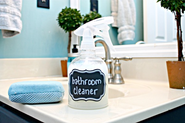 spray bottle of all natural bathroom cleaner