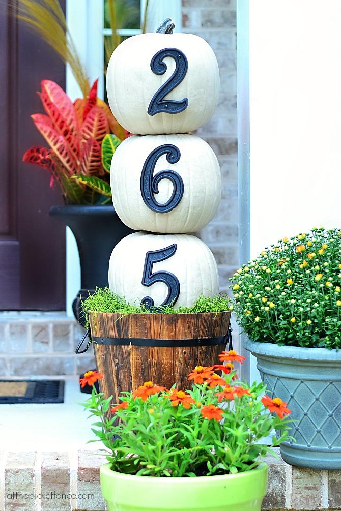 house numbers pumpkin topiary