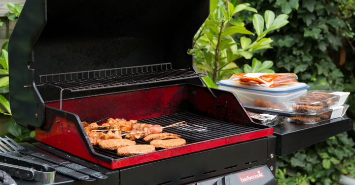 'Fingerlicking Good' Backyard BBQ Ideas For This 4th Of July