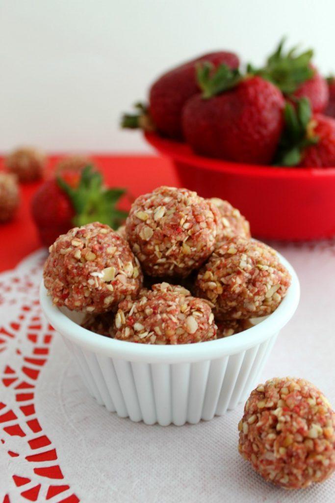 Homemade Road Trip Snacks - Skinny Strawberry Shortcake Bites - Bake Me Some Sugar