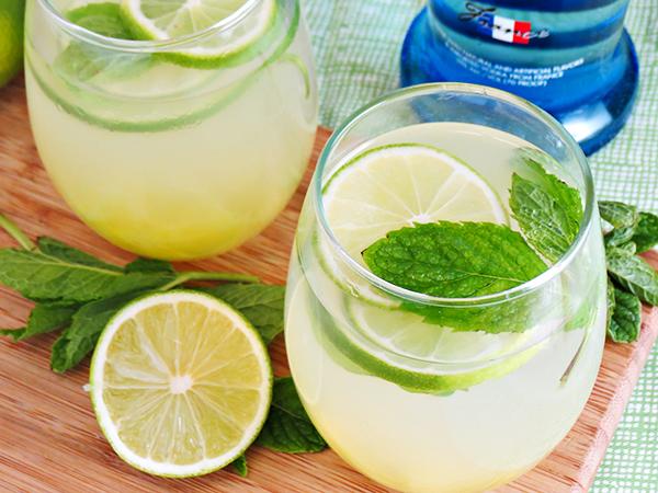 pineapple vodka limeade
