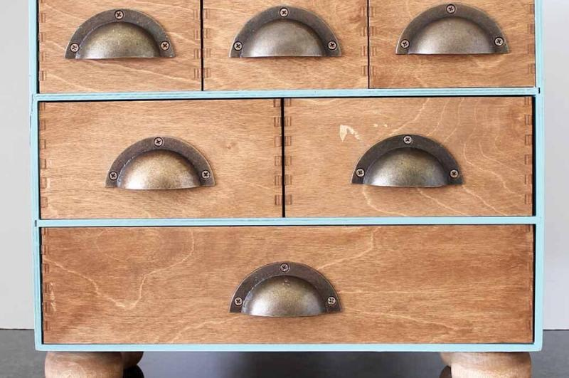 Mini stained wood Moppe storage chest with cup handles