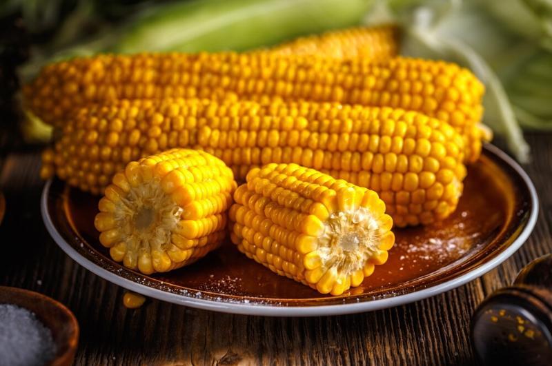 microwave corn on a plate