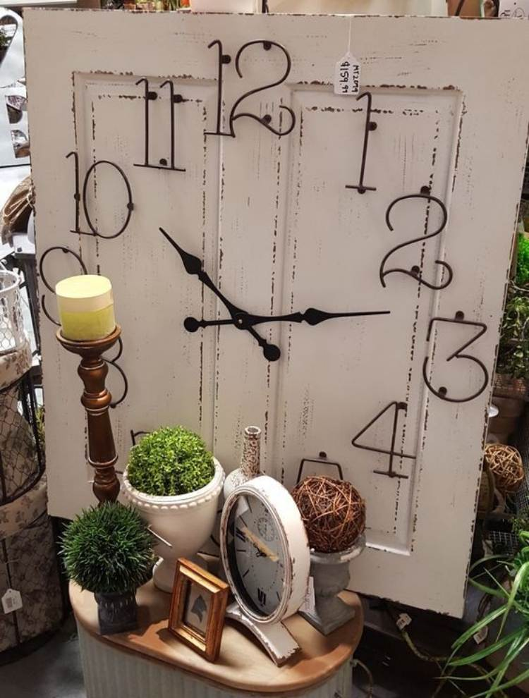 Reuse old doors - door clock