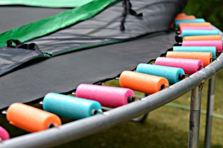 Backyard ideas: trampoline with spring covers