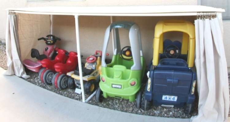 Backyard ideas: toy cars parked under a lean-to