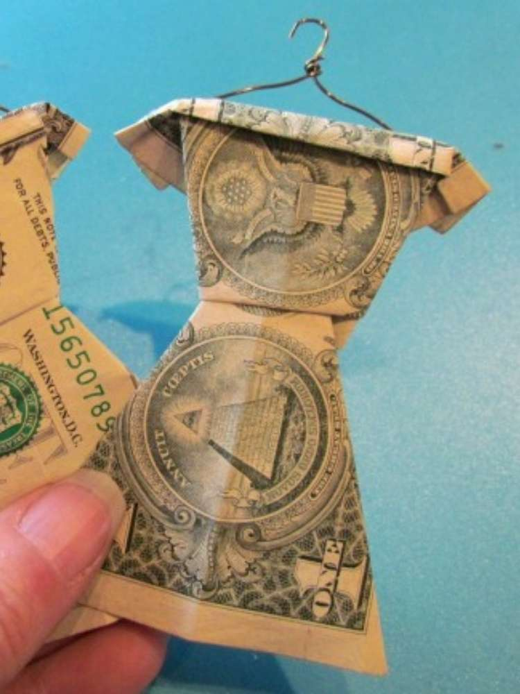 Money Gift Ideas for teens and tweens- money folded into shapes of dresses or shirts