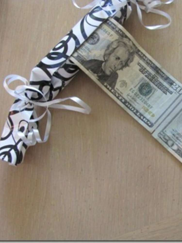 Simple and creative money gift ideas- money rolled into a toilet paper roll