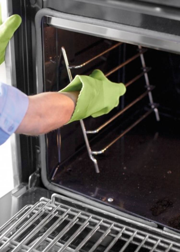 Cleaning your oven racks