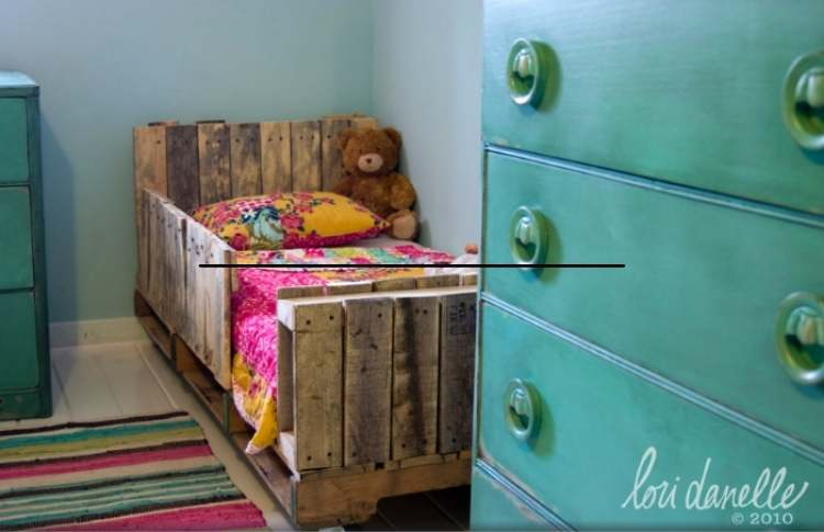 DIY pallet ideas for a toddler bed