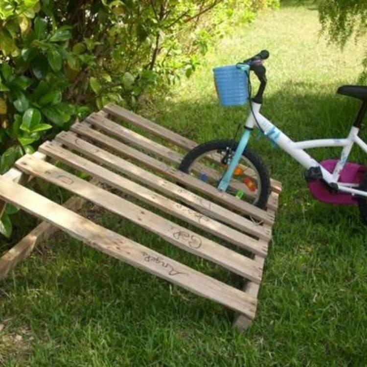 DIY pallet ideas bike rack