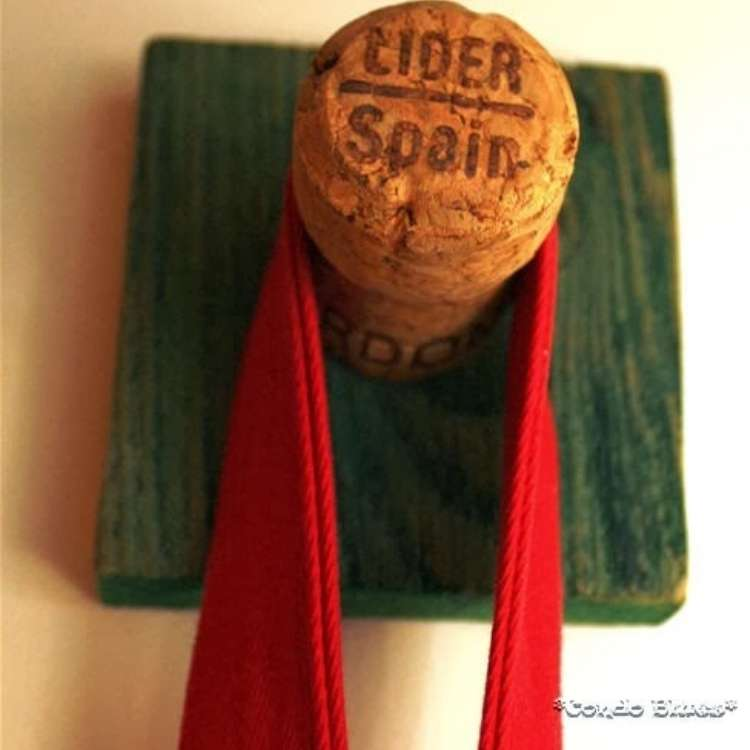 Wine Cork Crafts DIY Coat Hooks