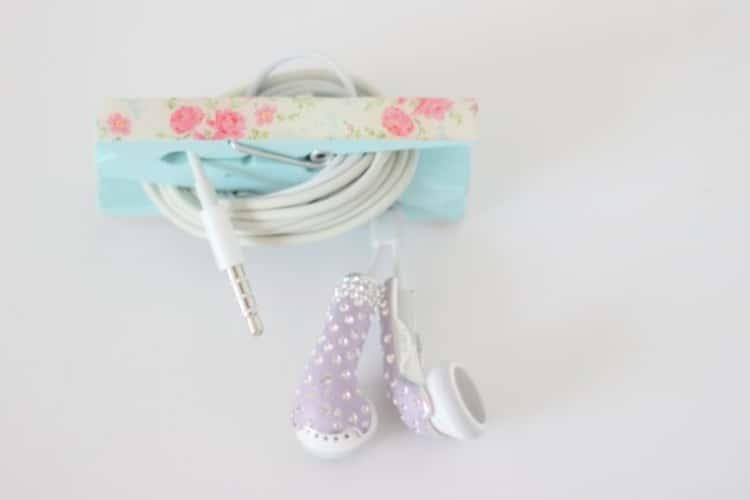 DIY clothespins earbuds holder