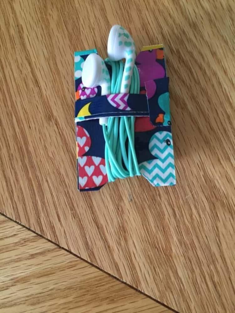 diy duct tape earbuds holder