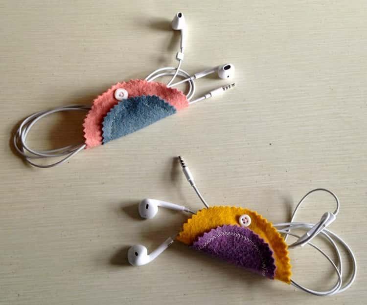 DIY stitched felt earbuds holder