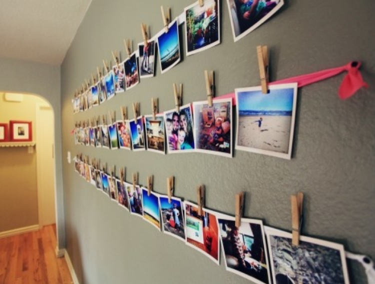 apartment decorating with pictures hanged by ribbon