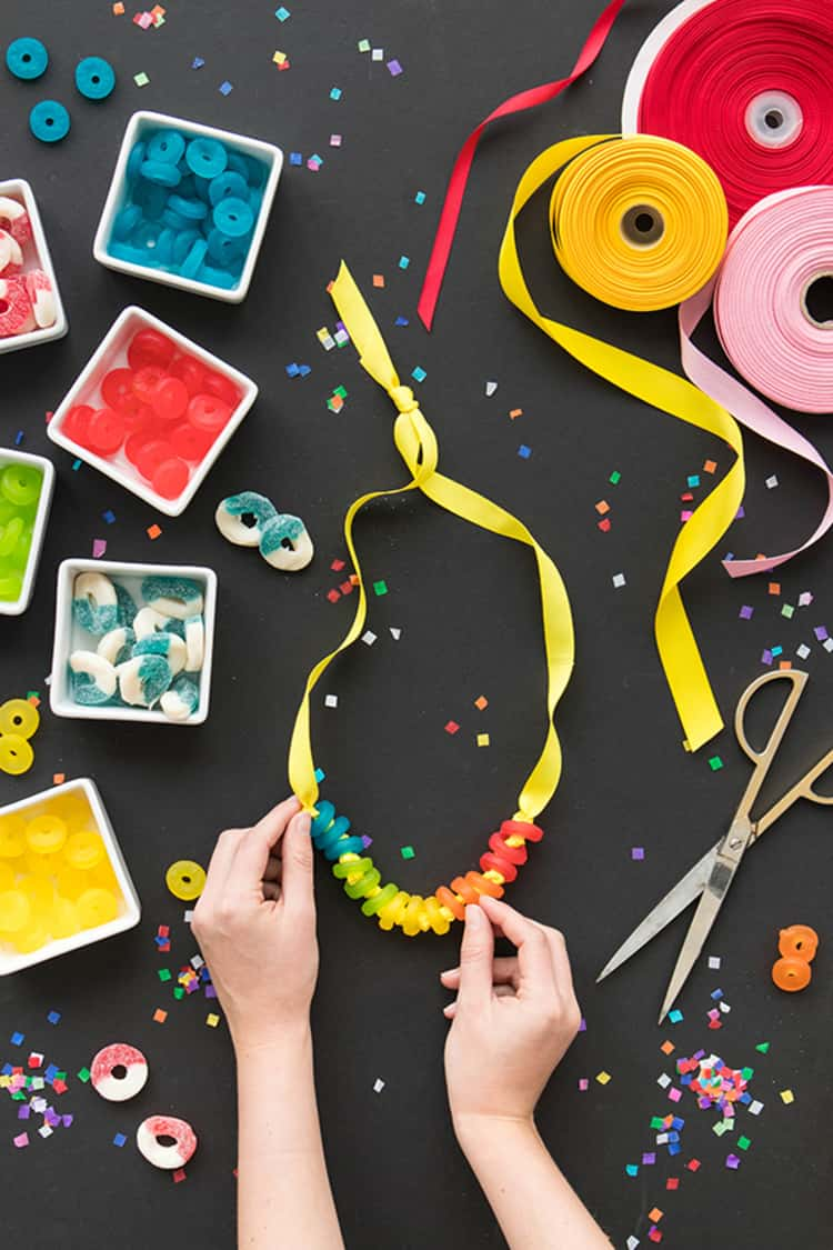 DIY candy necklaces for kids when traveling