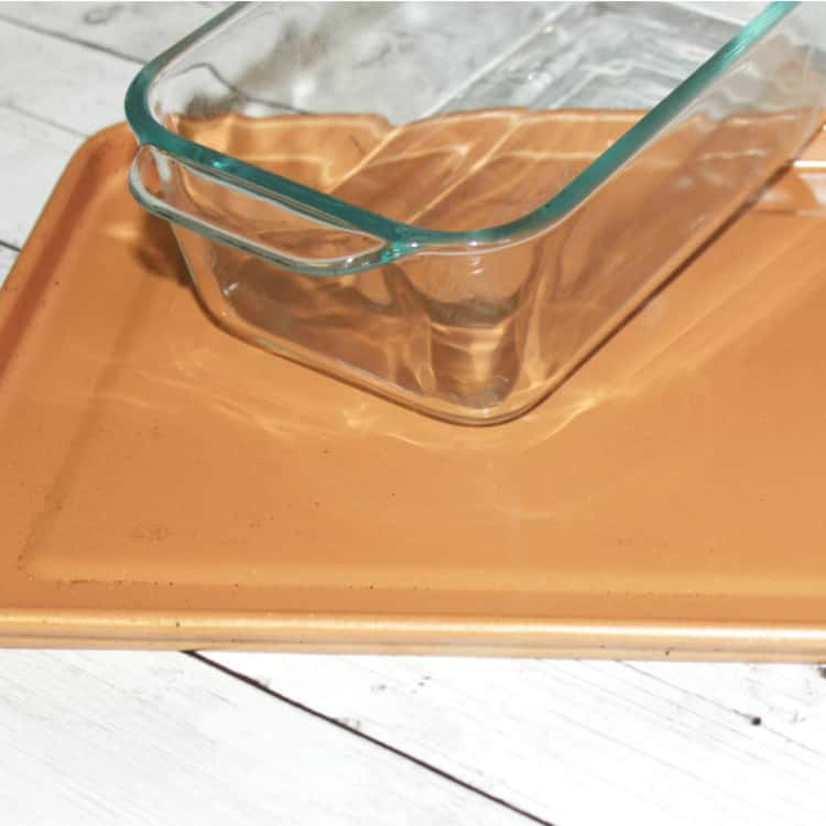 Clean aluminum and glass bakeware
