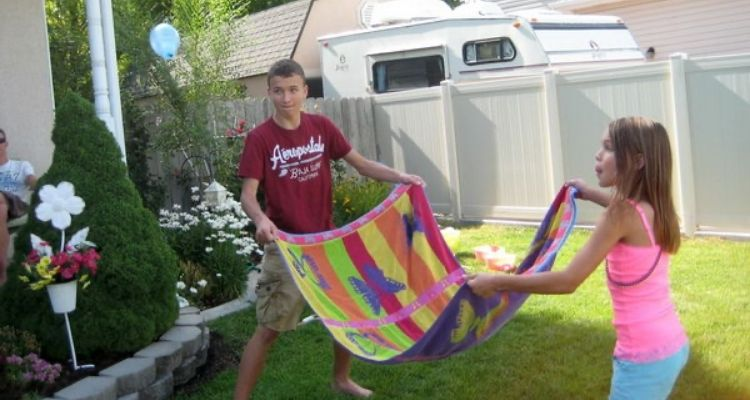water balloon toss with towel
