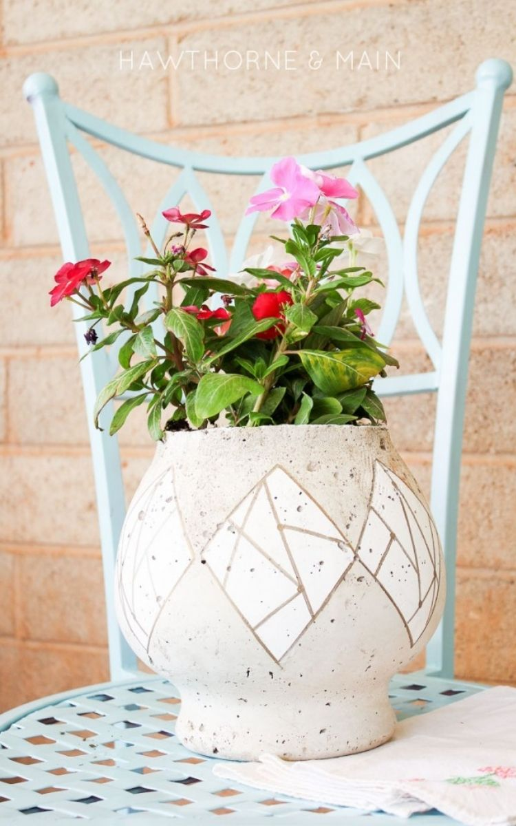 Ceramic planter with fish bowl cylinder