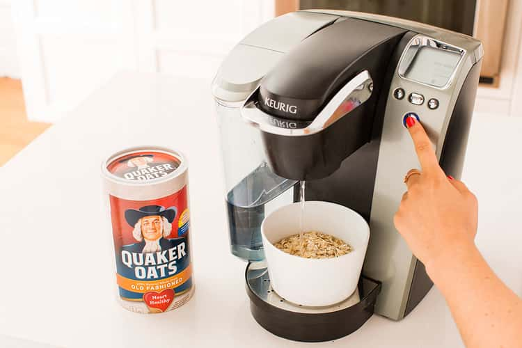 Instant oats prepared under the coffee maker