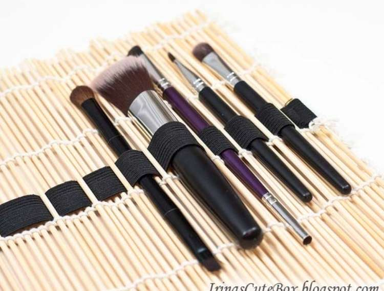OneCrazyHouse DIY Home Organization sushi mat makeup brush holder