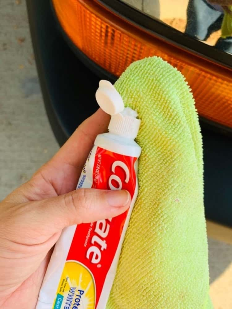 Toothpaste for cleaning car