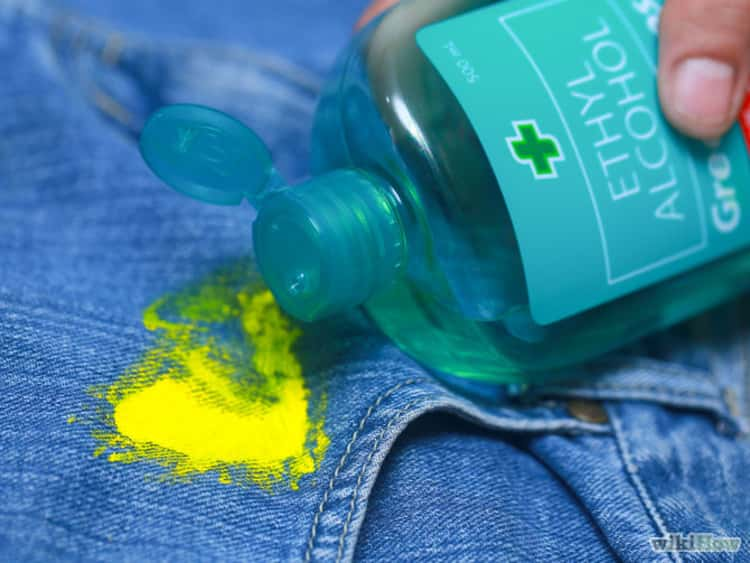 Avoid stains on your clothes by washing off wet acrylic paint with rubbing alcohol