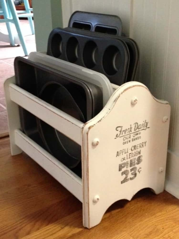 baking trays stored in a magazine holder