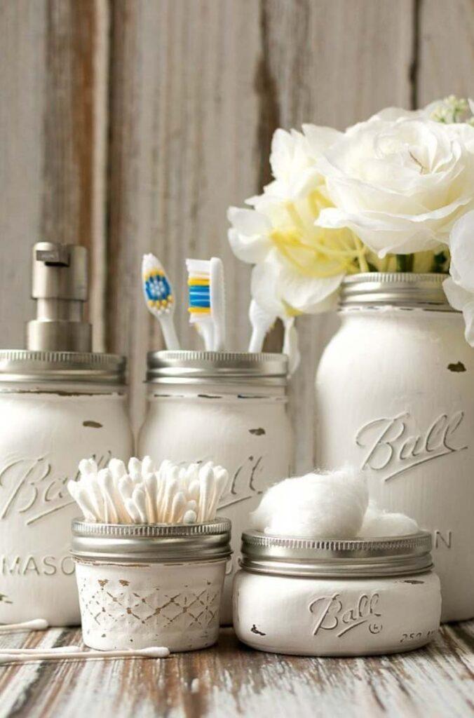 Mason Jar Crafts: painted mason jars holders