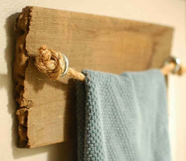 Wood towel bar